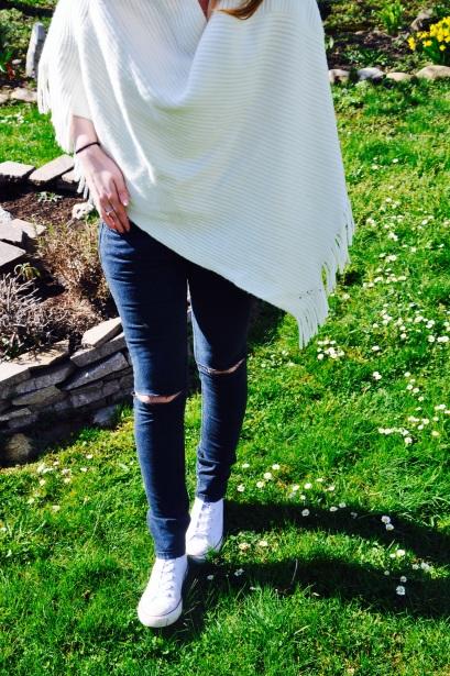 Weißer Poncho