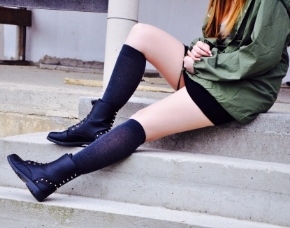 Boots in Kombination mit Overknees