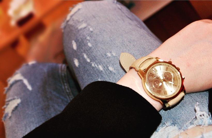 Uhr mit beigem Lederband